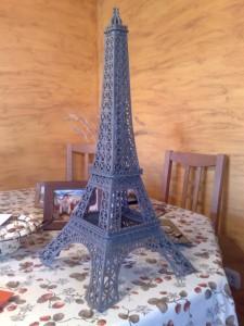 Reproducción en marqueteria de la Torre Eiffel