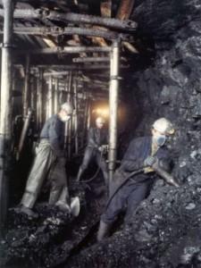 Mineros sacando el carbón